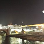 Skopje by night, vanuit hotel