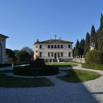 Veduta della Villa dall'ingresso principale