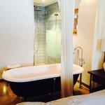 freistehende Badewanne mit Dusche