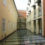 Vista dalla camera (sopra la hall dell'albergo)