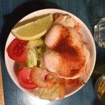 Gamberetti con salsa e verdure