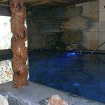 piscina al piano inferiore con idromassaggi e giochi d'acqua
