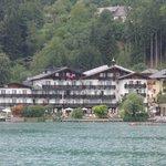 Hotel vom See aus fotografiert