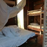 Zimmer: Ein Kingsize und ein Etagenbett