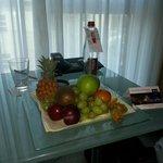 La coupelle de Fruit ( pas frais) a 12€50!!