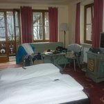 Room 115 with 4 windows, 2 of which overlook the pistes