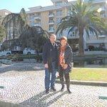 Frente al Hotel dos Templarioe, en Tomar, Portugal.