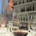 Hande & Tasting a Vino Rosso