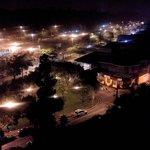Vista noturna do Bosque Maia, vizinho ao Hotel