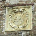Grancia di Cuna: Stemma dello Spedale di Santa Maria della Scala di Siena