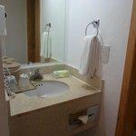 Limpio y excelente ropa de baño y toallas