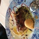 Lasaña de foie con compota de manzana y helado de tomate