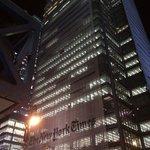 Здание New York Times находится практически напротив отеля
