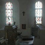 la chapelle vue de la chambre par le fenêtre secrète!