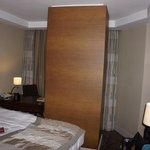 Monolithic pillar extending through the room