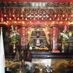廟の中の祭壇