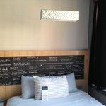 Room / Bed left