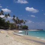 Pantai Senggigi adalah tempat pariwisata yang terkenal di Lombok