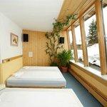 Wintergarten mit Wasserbetten im Saunabereich