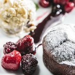 Chocolate Soufflé with vanilla ice cream & berry sauce (by Entre Aromas)