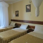2x Single plus Double room