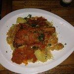 Souris d'agneau, accompagné du grains et de légumes, aigre, doux, excellent