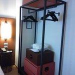 particolare armadio della camera
