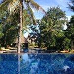 Piscina principal del hotel, desde la piscina de inmersiones.