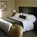 Interior - King Bed Room (Delta Beausejour)