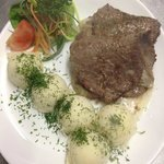 beef cutlets with mashed potatoes