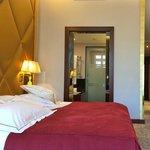 Room 204 - Executive Champs-Élisées Room