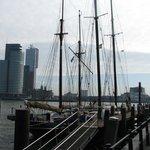 Вид из бухты с яхтами