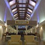 El hermoso Lobby con la barra en el centro