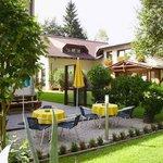 Nebenhaus mit Terrasse