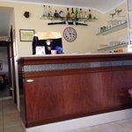 Piccolo spazio bar sulla sx sala ristorante
