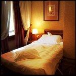 Schönes Zimmer mit bequemem Bett