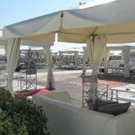 Grande spiaggia di sabbia fine, e non i soliti ombrelloni: J love Riccione
