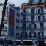 VISTA FRONTAL DEL HOTEL Y RESTAURANTE