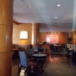 Café da manhâ e restaurante