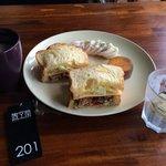 早餐,厲害的雞胸肉杏胞菇和青醬!