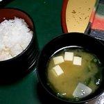 伊賀屋、白ご飯で朝ご飯。 おかゆか白ご飯か選べます。