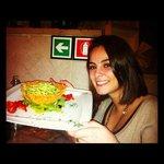 Triofie al pesto in piatto di Parmigiano Reggiano.