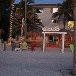 Resortet set fra stranden, aften