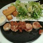 5 st jacques à la plancha, 3 frites de polenta, salade 19€