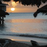 En face du Halcyon Cove by Rex, coucher de soleil