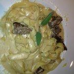 fetuttini com iscas de filé e molho 4 queijos