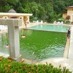 Piscina con agua termal(verde) y la otra con agua fría