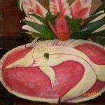 Sculpture dans une pastèque