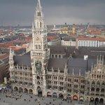 Il Rathaus dalla torre della Peterskirche