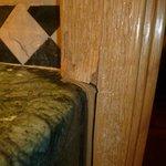 Hotel El Coloso, Bathroom door frame